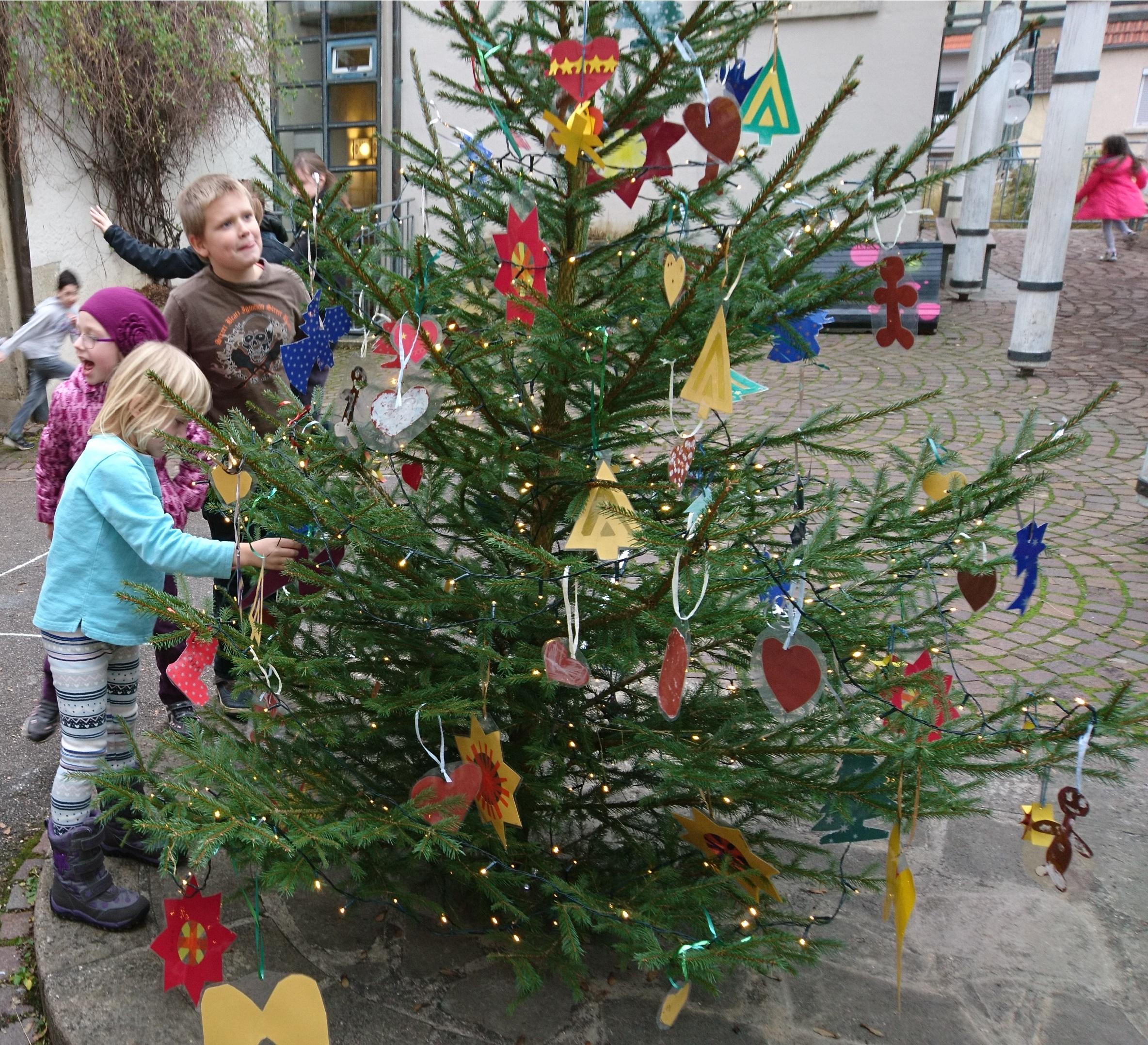 Weihnachtsbaum Schmücken Schule Am Steinhaus